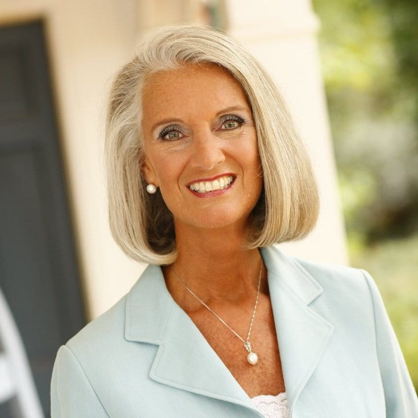 ANNE GRAHAM LOTZ: LIVING IN THE LIGHT